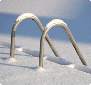 winter-pool-snow
